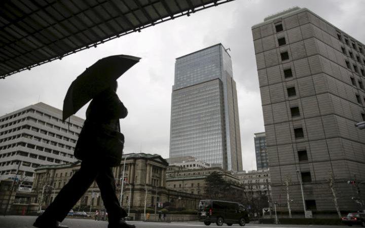 95245217_A_businessman_walks_near_the_Bank_of_Japan_BOJ_headquarters_in_Tokyo_Japan_in_this_Febr-large_trans++ZgEkZX3M936N5BQK4Va8RTgjU7QtstFrD21mzXAYo54